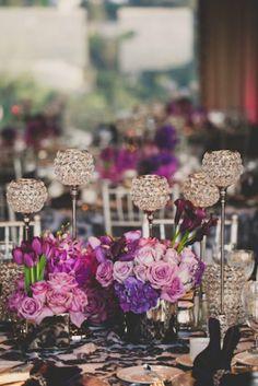Combina tus arreglos florales con Porta Velas para un detalle cálido y armonioso en tu decoración