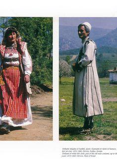 https://flic.kr/p/Pp3Cqi   Veshje Popullore Shqiptare - Albanian Folk Costumes. Photo.N.B - 32   Costumi tradizionali in Albania  Come in molti paesi europei, i costumi tradizionali sono scomparse quasi del tutto dalla vita quotidiana. Tuttavia, se si è fortunati si possono trovare alcune persone in alta uniforme, il più delle volte le donne anziane dei villaggi, quando sono in corso di mercato o per un'occasione speciale.  I costumi popolari albanesi mostrano una grande diversità di stili e…