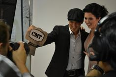 Thompson Square showing off their buckle! #CMTawards #ThompsonSquare