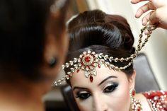 hair and tika Asian Wedding Dress, Indian Wedding Fashion, Indian Wedding Outfits, Bridal Outfits, Indian Weddings, Indian Fashion, Indian Bridal Makeup, Asian Bridal, South Asian Wedding