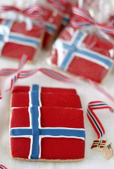 Norwegian Flag Cookies for the of May The of May is a pretty big deal in Norway. Back in 1814 it was the day the constitution was signed thus declaring it an independent nation. Norwegian Cuisine, Norwegian Flag, Norwegian Christmas, Norwegian Recipes, Swedish Cuisine, Norwegian Style, Scandinavian Food, Scandinavian Christmas, Norway Food