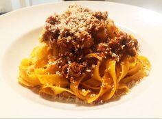 Bolognai ragu Tagliatelle tésztával 🇮🇹 Ragù alla bolognese con Tagliatelle Bolognese, Spaghetti, Beef, Ethnic Recipes, Food, Meat, Essen, Meals, Yemek