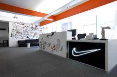 Nike ha completado recientemente su cuartel general del Reino Unido, situado en Londres, de la mano de Rosie Lee, una de las agencias creativas m�s importantes del pa�s. Las tres plantas de que constan las oficinas se han actualizado para plasmar la riqueza de la marca Nike y su historia como productora de equipamientos m�ticos [...]