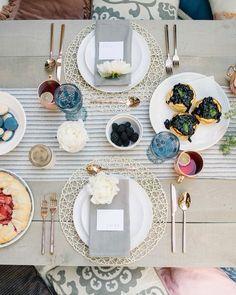 #Доброеутро by @corrinawalkerphoto  У вас сегодня красивый завтрак?  #сдобрымутром #скоросвадьба #свадьба #утроневесты #утро #просыпайся #хорошегодня #напитки #чай #завтрак #goodmorning #breakfast #haveaniceday #teatime #tealovers #drink #wakingup #bridemagru