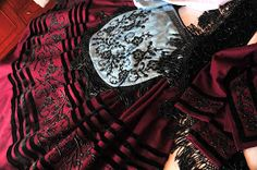 El traje de llanisca: Piezas de que consta un traje de llanisca Costumes, Regional, Clothes, Portugal, Spain, Folklore, Women, Tattoo, Google