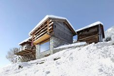 Savioz Fabrizzi Architectes transformed an old barn and stable into a beautiful contemporary holiday home in the Swiss Alps. Cabana, Cabin Design, House Design, Chalet Design, Ideas De Cabina, Nature Architecture, Agricultural Buildings, Stone Barns, Cabins In The Woods