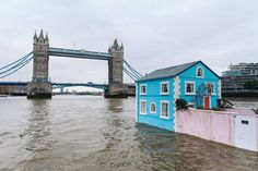 Airbnb house boat on the Thames