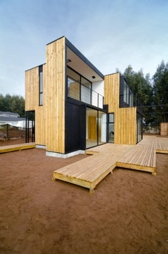 Built with SIP panels (Structural Insulated Panels), this house is conceived as an attempt to rationalize this construction material and achieve a maximum optimization of its structural and dimensional qualities.