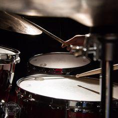 Rock Boy, Dark Music, Tatoo Music, Music Aesthetic, Black And White Aesthetic, Drum Kits, Rock N Roll, Musicals, Chicago