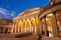 Das Teatro Solís in Montevideo der Hauptstadt von Uruguay. --- Kommt mit mir auf Fotoreise! Fotoreisen und -kurse --> www.stefanopaterna.com --- . . . #travel #travelphotography #photography #reisen #reisefotografie #fotografie #traveltheworld #canon #immerunterwegs #reiseblog #fotoblog #fotoreise #natgeotravel #natgeotravelpics #outdoor #urban #amazingplaces #earthofficial #landscape #cityscape #phototour #amazinglandscapes #photooftheday #uruguay #montevideo #teatrosolis #bluehour #city…