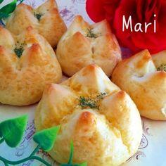 おはようございます シンプルなパンにマヨネーズをINして焼き上げました マヨネーズ味なので間違いなく美味しいです - 256件のもぐもぐ - みんな大好きマヨネーズパン by Mari