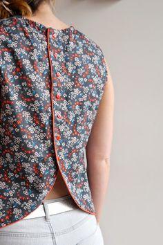 aime comme Moqueuse (Aime Comme Marie) - Olivia S. Kurti Neck Designs, Blouse Designs, Blouse Patterns, Clothing Patterns, Diy Fashion, Fashion Dresses, Aime Comme Marie, Sewing Blouses, Diy Vetement