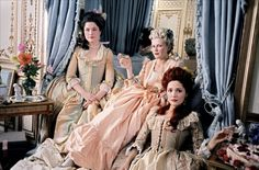 Kirsten Dunst as Marie Antoinette, with her friends/ladies in waiting (2006)