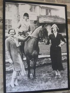 Photos of Deborah Cavendish (née Mitford), Duchess of Devonshire Centre, on the horse Photo by Michael The Duchess Of Devonshire, Mitford Sisters, English Novels, Six Sisters, Stella Tennant, Chatsworth House, Figure Photo, Horse Photos, Belle Photo
