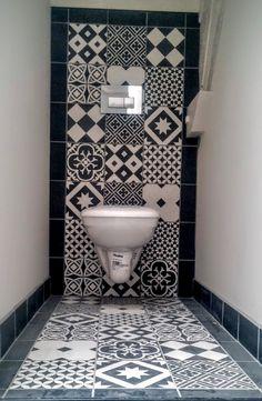 Modern Luxury Bathroom, Small Bathroom Interior, Modern Bathroom Design, Beautiful Bathrooms, Small Toilet Room, Guest Toilet, Aqua Bathroom Decor, Downstairs Bathroom, Washroom Tiles