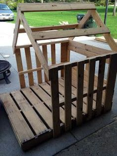 Pallet Woodworking Chicken Coop - Framed out playhouse from pallets Building a chicken coop does not have to be tricky nor does it have to set you back a ton of scratch. Pallet Playhouse, Build A Playhouse, Playhouse Ideas, Backyard Playhouse, Dog Houses, Play Houses, Diy Pallet Projects, Wood Projects, Pallet Ideas
