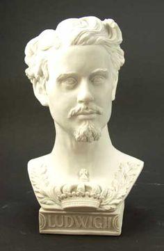 Munich et la Bavière, Louis II et Richard Wagner: Petit buste du Roi Louis II en albâtre