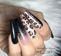 31 Fall Nail Ideas Hello, you lovely lot! Are you on the hunt for fall nail ideas today? That's good because we've got a few looks that we definitely think you're going to love. And there's a little something f… Glam Nails, Classy Nails, Cute Nails, Pretty Nails, Diy Nails, Beauty Nails, Cheetah Nail Designs, Leopard Print Nails, Pretty Nail Designs