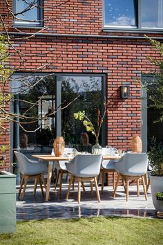 Grains roofer, residing roofing, vegetated roof covering, ecoroofs — whatever you desire to ask all of them. Outdoor Furniture Sets, Home And Garden, Outdoor Decor, Terrace Furniture, Outdoor Living, Patio And Garden, House Exterior, Outdoor Dining, Outdoor Design