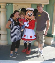 Great travel tips for Disneyland with a toddler!