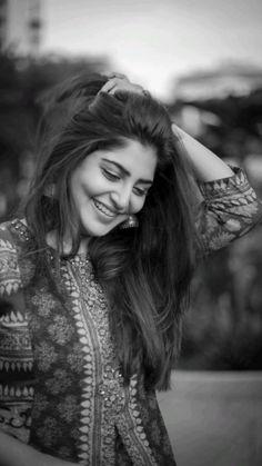 Self Portrait Photography, Teenage Girl Photography, Portrait Photography Poses, Photography Poses Women, Photography Editing, Girl Photo Poses, Girl Poses, Stylish Photo Pose, Beautiful Girl Photo