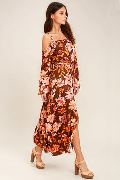 The Somedays Lovin' She's a Wildflower Burgundy Print Maxi Dress has us begging for a vacay! Lightweight woven fabric shapes an elasticized, off-the-shoulder neckline, bell sleeves, and supportive straps. A covered button placket leads to an elasticized waist and maxi skirt with center slit. Tying, open back.