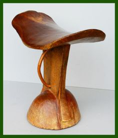 GORGEOUS-SADDLE-SHAPED-HEADREST-WITH-GOLDEN-HUE-FROM-ETHIOPIA