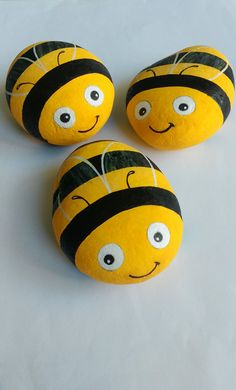 I was commissioned by Miki Quek to paint these Happy Bees. Painted Rock Animals, Painted Rocks Craft, Hand Painted Rocks, Rock Painting Patterns, Rock Painting Ideas Easy, Rock Painting Designs, Stone Art Painting, Pebble Painting, Pebble Art