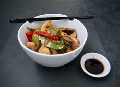 Barbecue à la japonaise Wok, Ramen, Barbecue, Ethnic Recipes, Golden Chicken, Chicken Breasts, Beans Recipes, Bell Pepper, Sugar Snap Peas