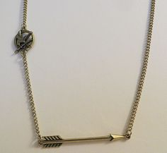 HUNGER GAMES ARROW AND MOCKINGJAY NECKLACE NEW