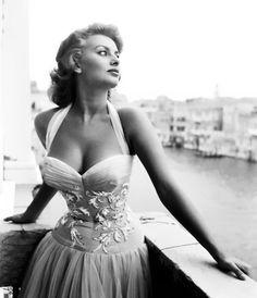 Sophia Loren - Beautiful dress