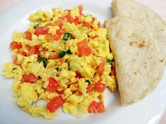 Learn how to make and prepare the recipe for Kayanas, also known as Greek style scrambled eggs. Greek Recipes, Egg Recipes, Diet Recipes, Omelette In A Bag Recipe, Desayuno Paleo, Good Food Channel, Paleo Breakfast, Breakfast Recipes, Mexican Breakfast