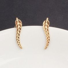 ES931 Vintage Jewelry Exquisite Gold Plated Leaf Earrings Modern Beautiful Feather Stud Earrings for Women NEW Arrival 2017