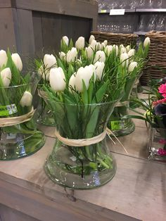 Pin by Wendy Cools on huisdeco Christmas Centerpieces, Flower Centerpieces, Flower Vases, Flower Decorations, Table Decorations, Table Arrangements, Floral Arrangements, Easter Table, White Tulips