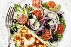 Alles over halloumi: de ideale kaas om te bakken - Culy. Halloumi, Tomato Pie, Blondies, Caprese Salad, Food Photo, Vegetable Pizza, Salads, Mozzarella, Feta