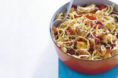 Kijk wat een lekker recept ik heb gevonden op Allerhande! Zomerpasta met kip en tomaat