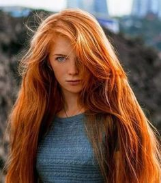Redhair Hot Girl Lange rote Haare Why does that rhinestone t-shirt sparkle so brilliantly? Long Red Hair, Girls With Red Hair, Thick Hair, Dark Hair, Brown Hair, Beautiful Red Hair, Gorgeous Redhead, Red Hair Woman, Natural Redhead