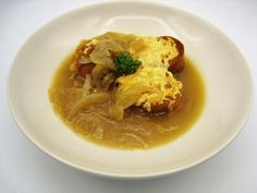 » Tradicional sopa de cebolla Tostadas, Baguette, Thai Red Curry, Ethnic Recipes, Food, Grated Cheese, Onion, Traditional, Ethnic Food