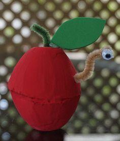 DIY: little autumn apple Crafts For Seniors, Diy Crafts For Kids, Art For Kids, Arts And Crafts, Apple Decorations, Egg Carton Crafts, Daycare Crafts, Glue Crafts, Autumn Activities