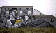 Mateo est un peintre de rue français qui réalise de magnifiques oeuvres sur les murs des villes qu'il visite. Ses peintures représentent des personnages très réalistes et plus grands que nature véhiculant un message engagé et humaniste. Un artiste ...