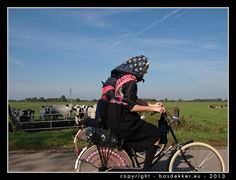 Bas Dekker made this phote of a woman going to Church in Staphorst, Okt. Folk Costume, Costumes, Folklore, Golf Bags, Traditional Outfits, Holland, Dutch, Baby Strollers, Bicycle