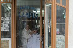 """Barbearia Campos Cabelleireiro """"Fundada em 1886 a sociedade Campos & Costa, estabeleceu-se com um Cabelleireiro no l largo do Chiado.Frequentaram a Barbearia Campos – Cabelleireiro grandes vultos das artes e das letras portuguesas.    Texto  Barbearia Campos Fotografia Ana Luisa  Alvim"""