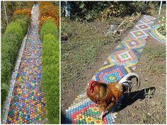 Caminos hechos con tapitas de botellas plasticas