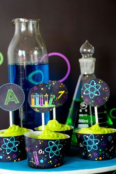Looking for an out of this world science bash? This Scientist Themed Birthday Party at Kara's Party Ideas is filled with tons of inspiration! First Birthday Parties, Birthday Party Themes, 7th Birthday, Birthday Ideas, Mad Scientist Party, Science Party, Mad Science, Heart Party, Cupcake Party
