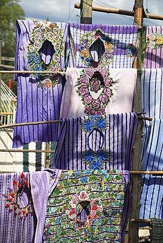 Huipiles (túnicas tradicionales), Santiago Atitlan, Lake Atitlan, Guatemala, América Central