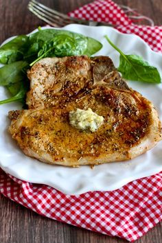 Herbed Pork Chops with Garlic Butter…Pork chops never tasted so good! 283 calories and 6 Weight Watchers Freestyle SP Easy Pork Chop Recipes, Rib Recipes, Low Carb Recipes, Cooking Recipes, Healthy Recipes, Ketogenic Recipes, Cooking Pork, Dinner Recipes, Chicken Recipes
