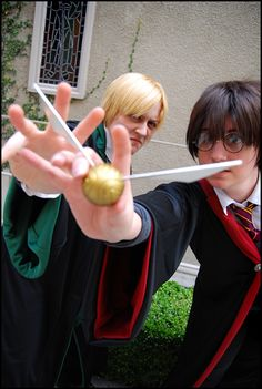 Draco Malfoy and Harry Potter #cosplay Best Cosplay Ever, Epic Cosplay, Amazing Cosplay, Cosplay Ideas, Cool Costumes, Cosplay Costumes, Costume Ideas, Halloween Costumes, Draco Malfoy Costume