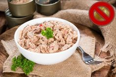 Canned tuna is cheap and easy. Check out these 6 recipes that enlist the fish to yield healthy and hearty meals. Lettuce Wrap Recipes, Salad Recipes, Tuna Recipes, Lettuce Wraps, Keto Recipes, Healthy Mayo, Healthy Foods, Seafood Recipes, Cooking Recipes
