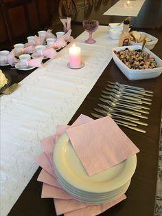 Kihlajaisten kunniaksi salaattia ja kakkukahvit 29.1.2017.