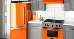 Discover these inspiring kitchen layouts feature pieces from our Big Chill Retro line of appliances, incorporating vintage aesthetics with modern design. Retro Refrigerator, Retro Fridge, Mini Fridge, Big Chill, Retro Stove, Retro Appliances, White Appliances, Pantry Cupboard, Pantry Cabinets